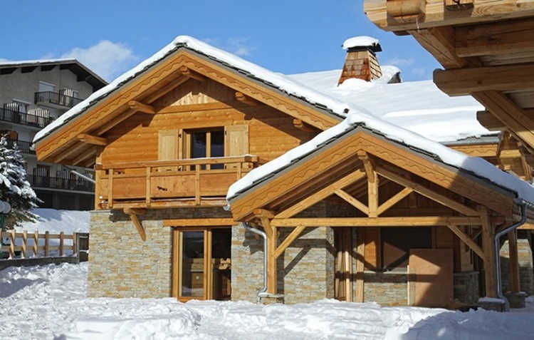 This self-catered ski chalet in Alpe d'Huez, sleeps 14 and can be booked in the 2018 ski season for as little as £2233.80, that's only £159.55pp