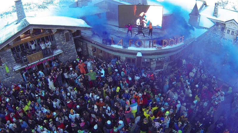 Top 10 Resorts for Lively Apres Ski and Nightlife