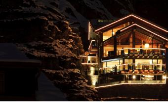 Ski Holiday Zermatt Chalet Peak