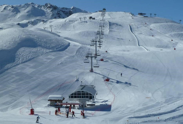 Beginners and Intermediate skiers will love the skiing from the Madeleine Express