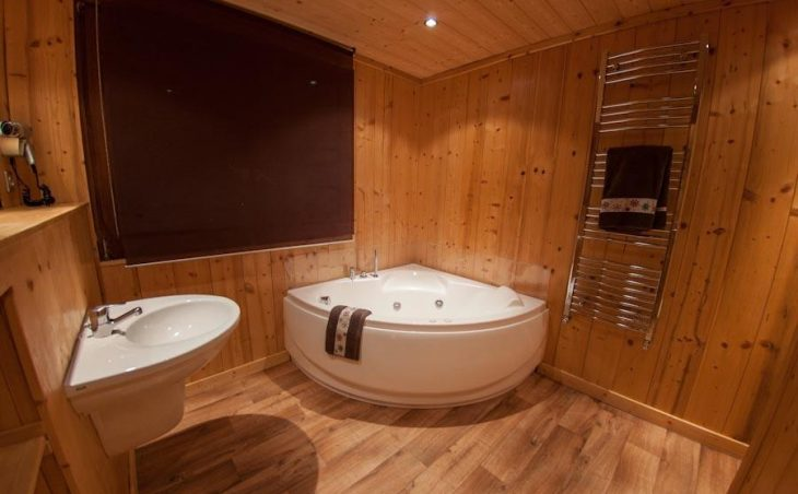 Chalet Les Arolles (Contactless Chalet Catering) - 2