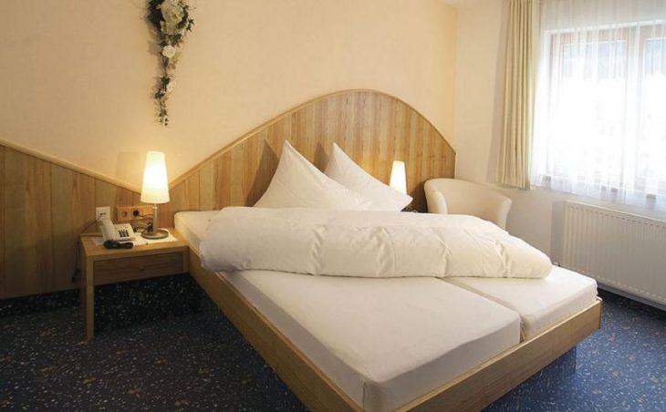 Garni Hotel Goldenes Kreuz in St Anton , Austria image 4