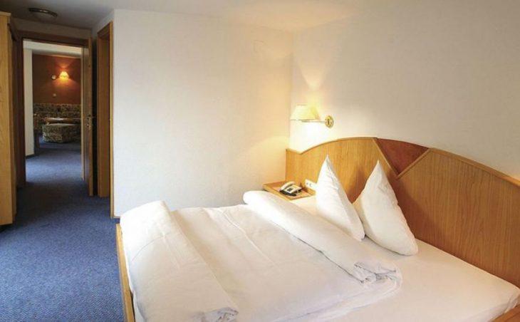 Garni Hotel Goldenes Kreuz in St Anton , Austria image 9