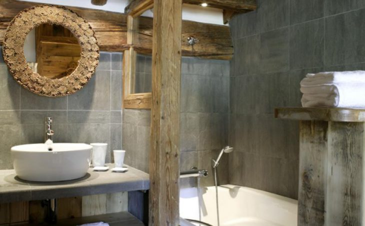 Chalet Alice, Val dIsere, Bathroom