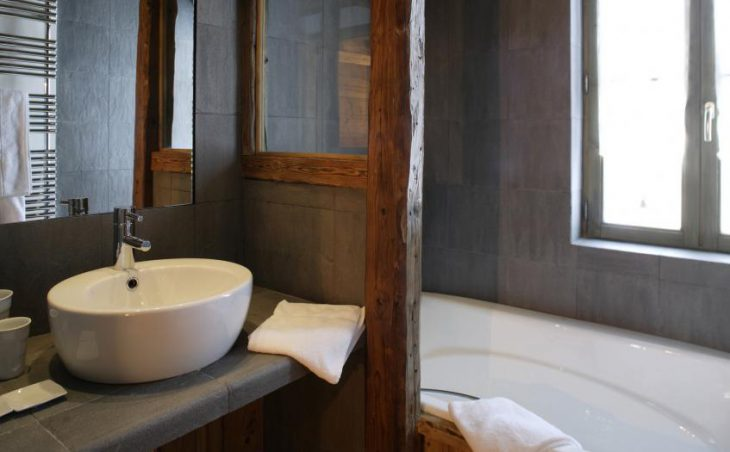 Chalet Alice, Val dIsere, Bathroom 2