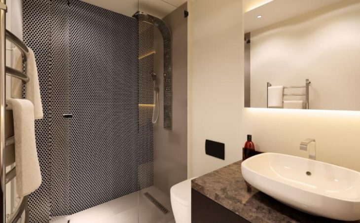 No.5 Aspen House, Val d'Isere, Shower