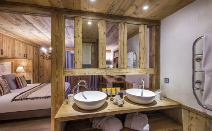 Chalet Barmettes, Val d'Isere, Twin Sinks