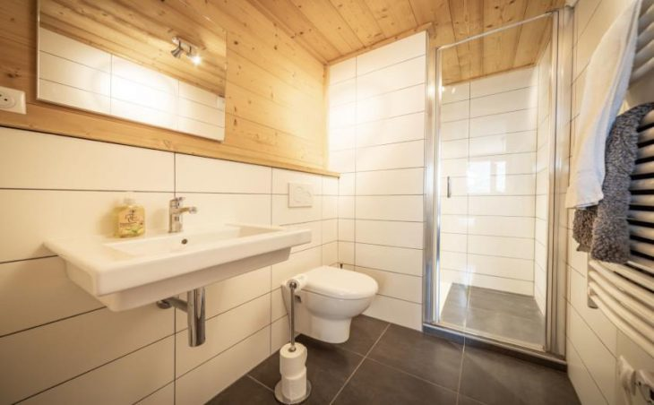 Chalet 10, Morzine, Shower