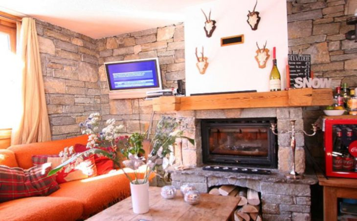 Chalet Belvedere, Tignes, Fireplace