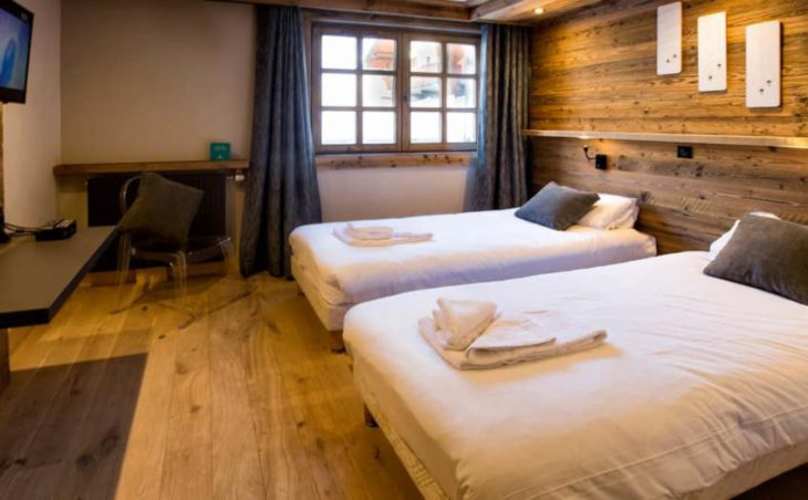Chalet Cristal 1, Val dIsere, Twin Bedroom