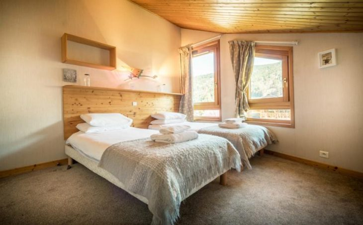 Chalet Grand Sapin, Morzine, Twin Bedroom