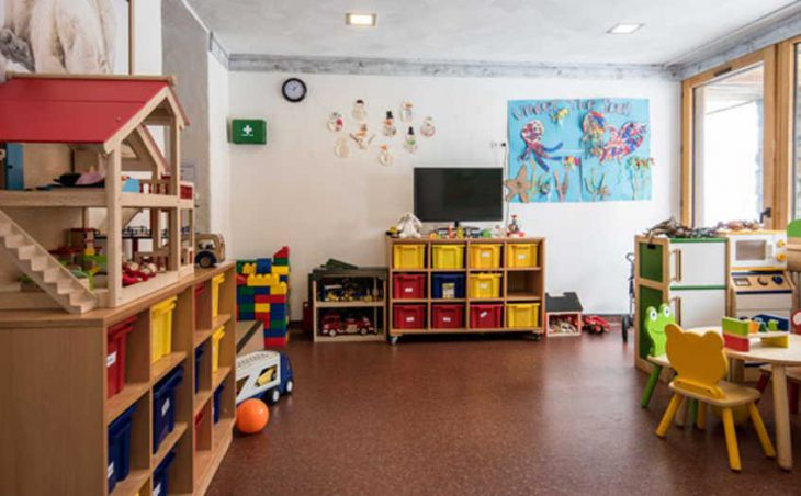 Chalet Hotel Aiguille Percee, Tignes, Childcare