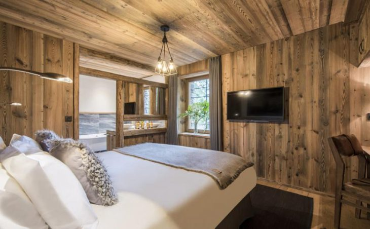Chalet Inoko, Val d'Isere, Bedroom with TV