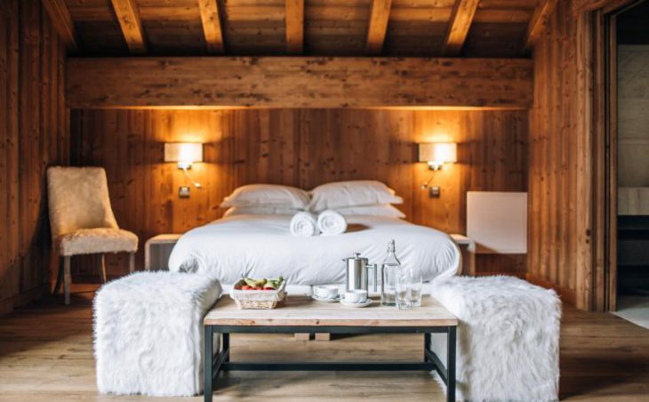 Chalet Kashmir, Meribel, Double Bed