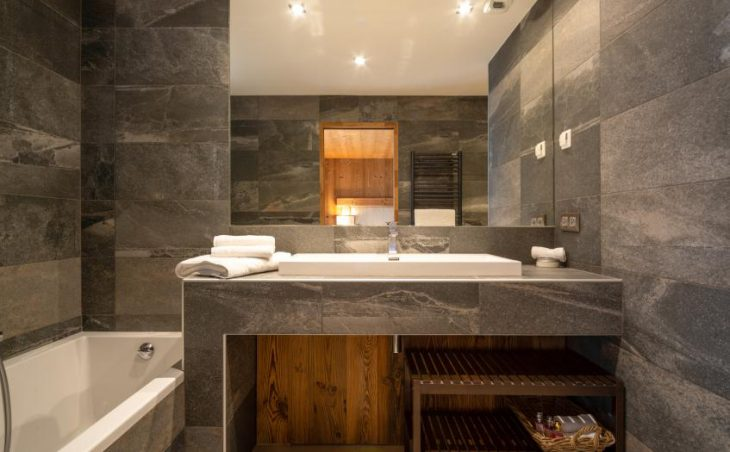 Chalet Kashmir, Meribel, Bath