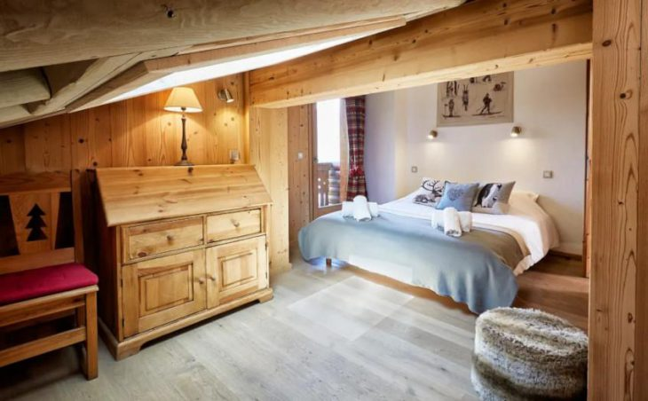 Chalet Panda, La Tania, Double Bedroom