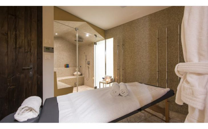 Petiti, Verbier, Massage & Bathroom