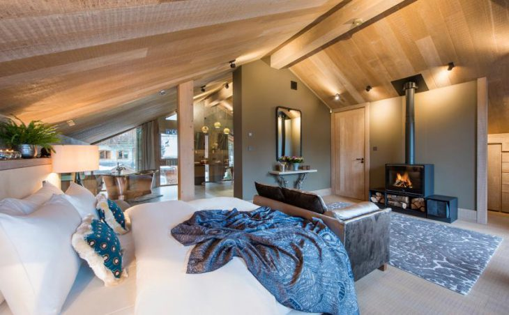 Chalet Alpaca, Meribel, Double Bedroom