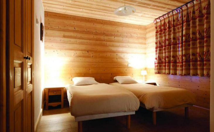 Chalet Le Bisolet, Courchevel, Twin Bedroom
