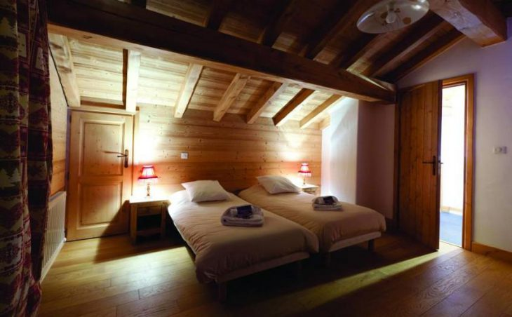 Chalet Le Notus, Courchevel, Twin Bedroom