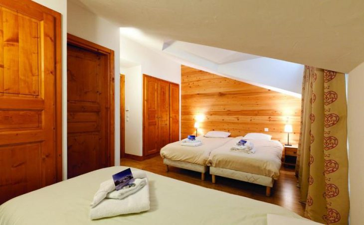 Chalet MarMau, La Tania, Double Bed and Twin Bed