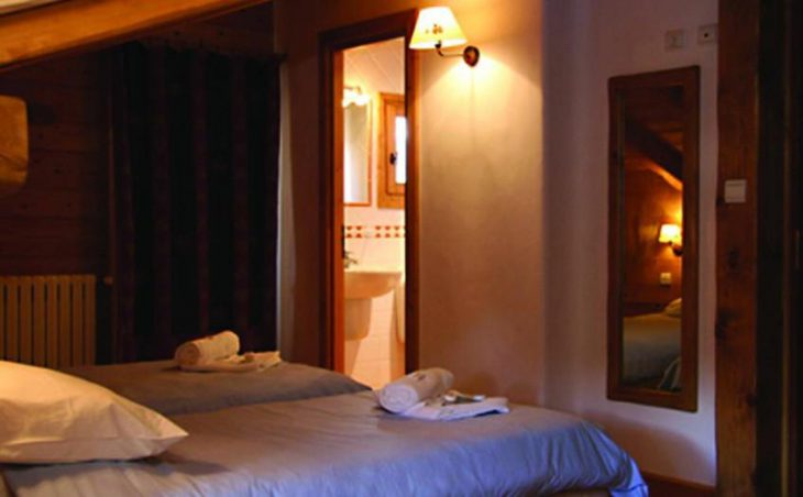 Chalet Premier de Cordee, Twin Bedroom