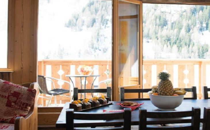 Hattiers Apartments, Tignes, Dining Table