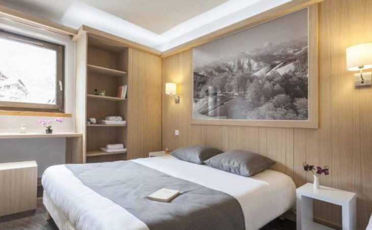 Hotel Les Arolles, Val Thorens, Double Bedroom