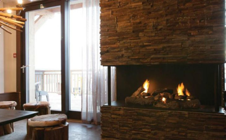Hotel Tango, Val Thorens, Fireplace