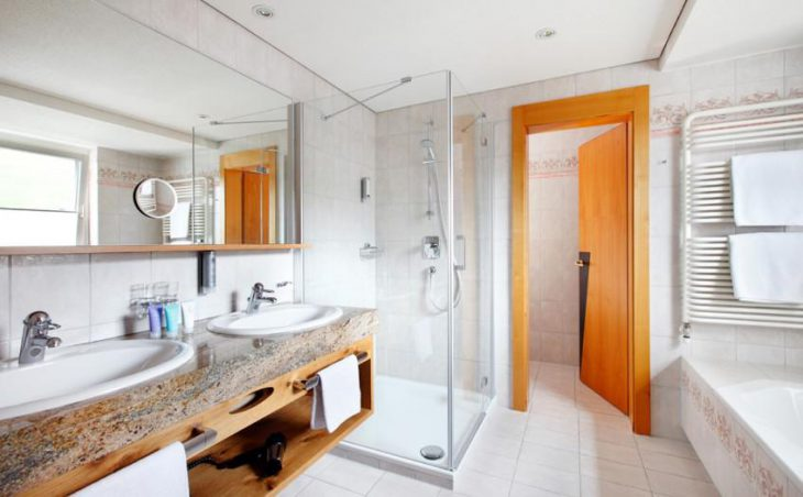 Hotel Theodul, Lech, Bathroom 2