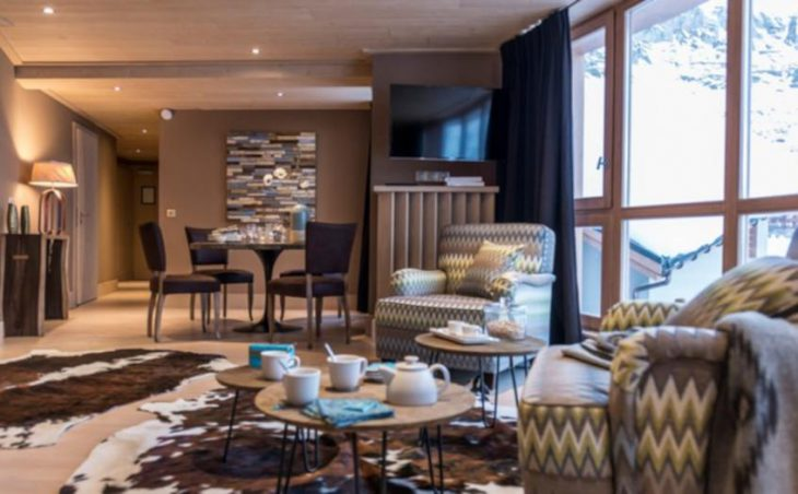 Hotel Le Taos, Tignes, Lounge and Dining Table