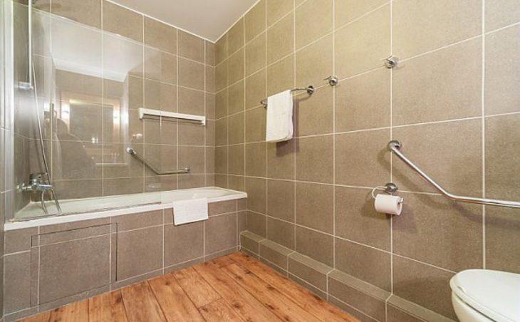 Residence Les Balcons de Bellevarde, Val dIsere, Bathroom 2