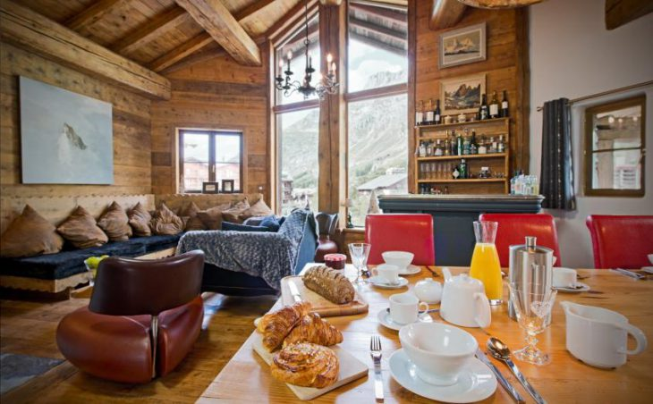 Chalet Le Lievre Blanc, Val dIsere, Dining/Lounge Area