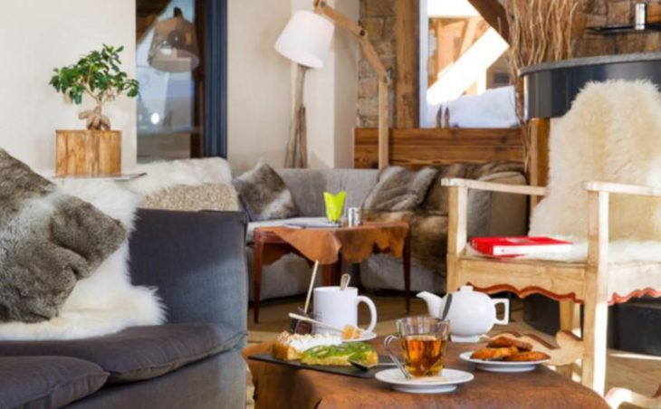 Hotel Les Trois Vallees, Val Thorens, Lounge with Drinks