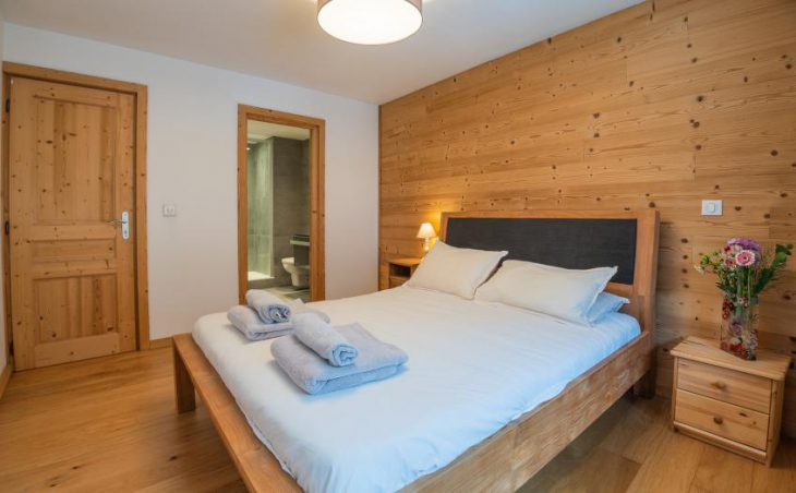 Mintaka Apartment, Chamonix, Double Bedroom