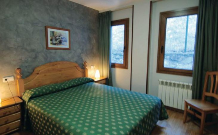Sant Roma Apartments, Arinsal, Double Bedroom
