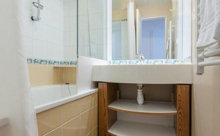 Sepia, Avoriaz, Bathroom
