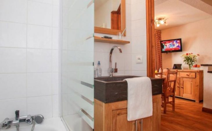 Val Claret Apartments, Tignes, Bathroom