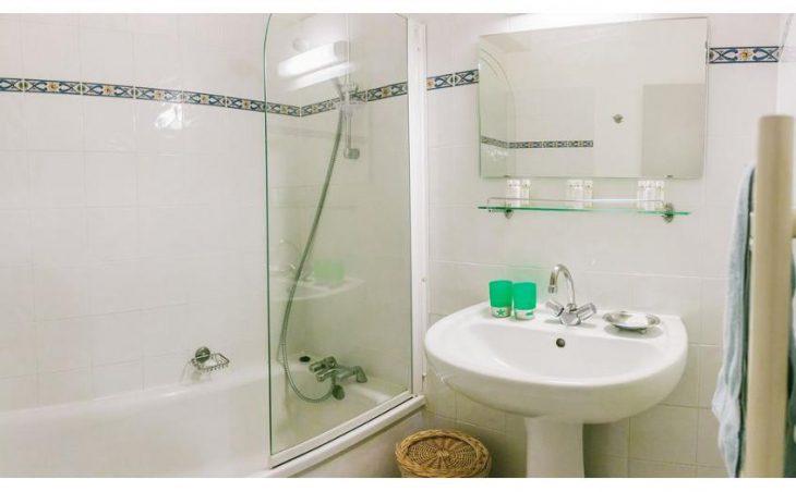 Chalet Lucette, Alpe d'Huez, Bathroom 2