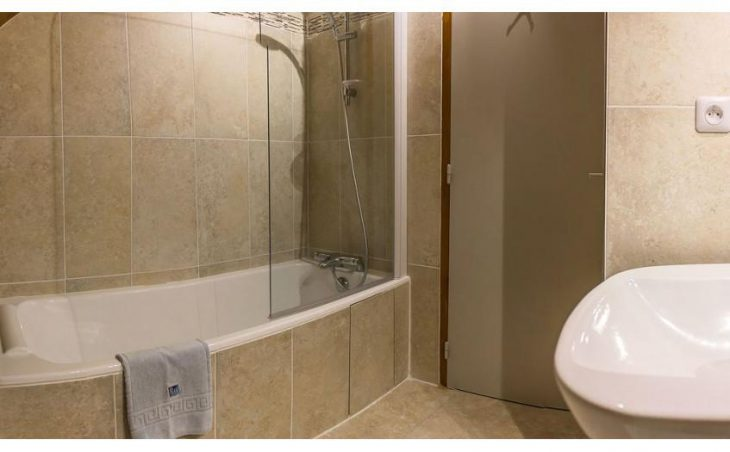 Chalet Lucette, Alpe d'Huez, Bathroom 4