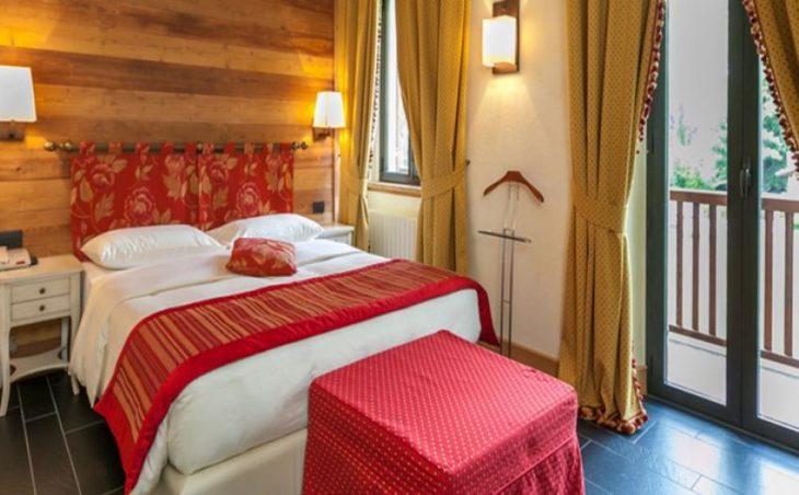 Hotel Lo Scoiattolo in Courmayeur , Italy image 3