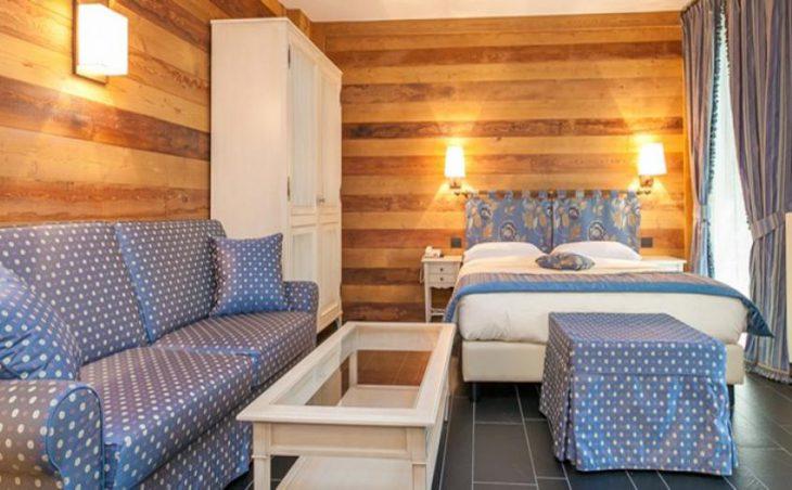 Hotel Lo Scoiattolo in Courmayeur , Italy image 5