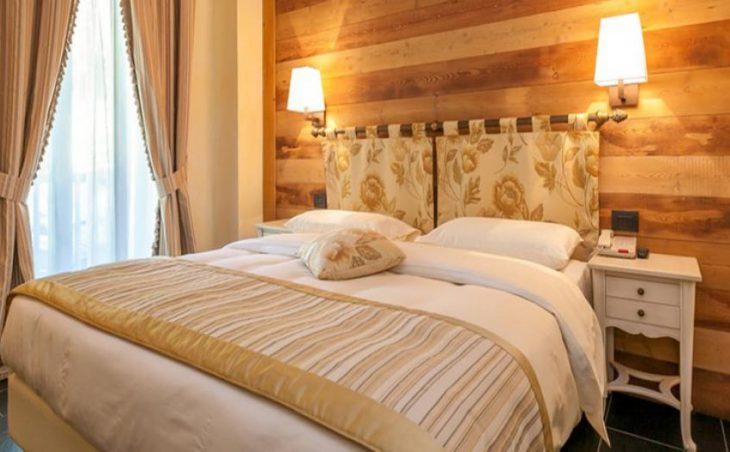 Hotel Lo Scoiattolo in Courmayeur , Italy image 6